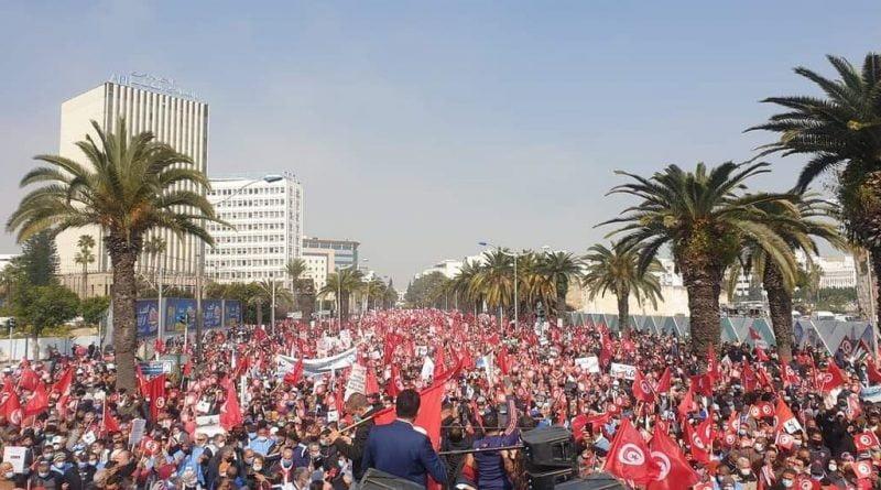 أنصار حركة النهضة يخرجون في مسيرة حاشدة وسط العاصمة