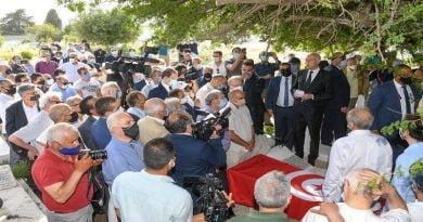 رئيس الجمهورية يشارك في مراسم دفن المرحوم أحمد المستيري