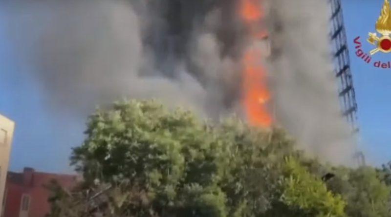 إيطاليا.. اندلاع حريق ضخم في مبنى سكني